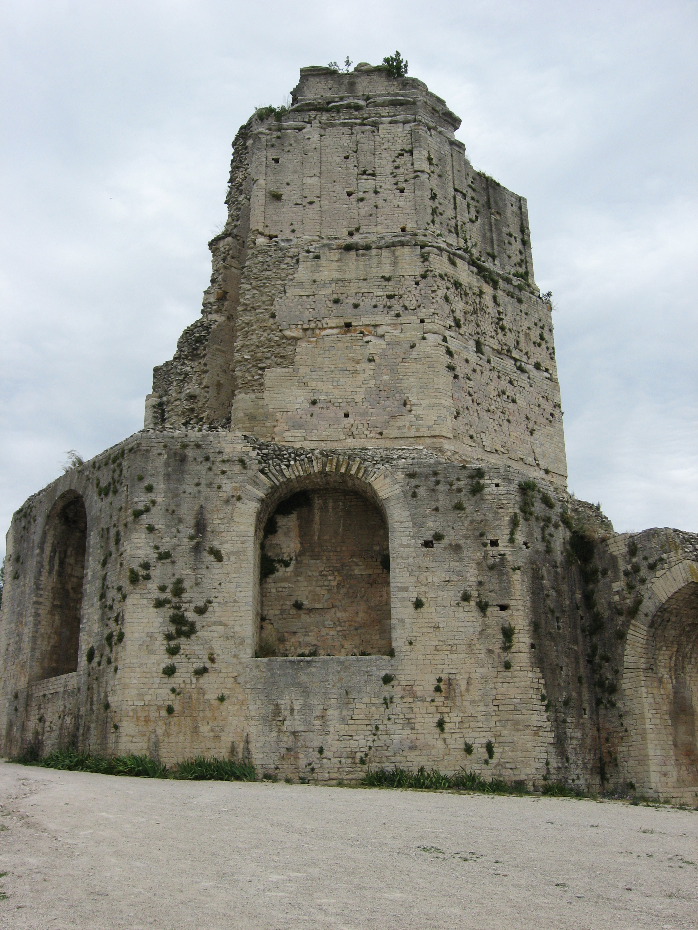 N mes part 1 tour magne found in france - Tour magne nimes ...
