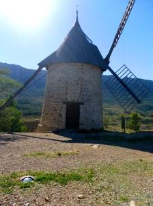 Le Moulin À Vent D'Omer