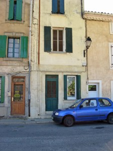 Ma maison et mon petite voiture bleue