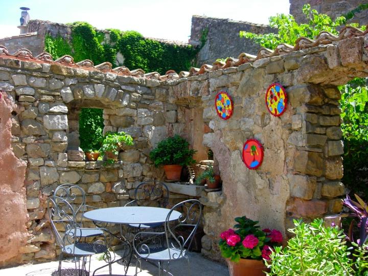 A hidden patio displays artistic delights