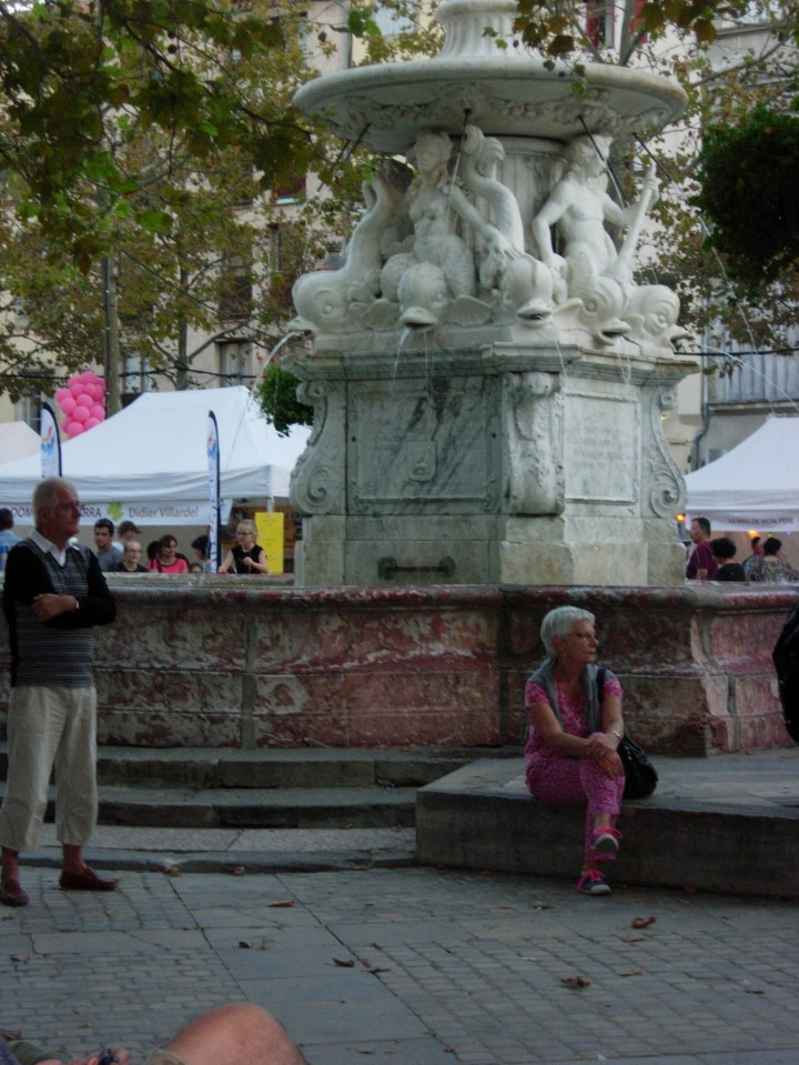 Fountain in the center of the square