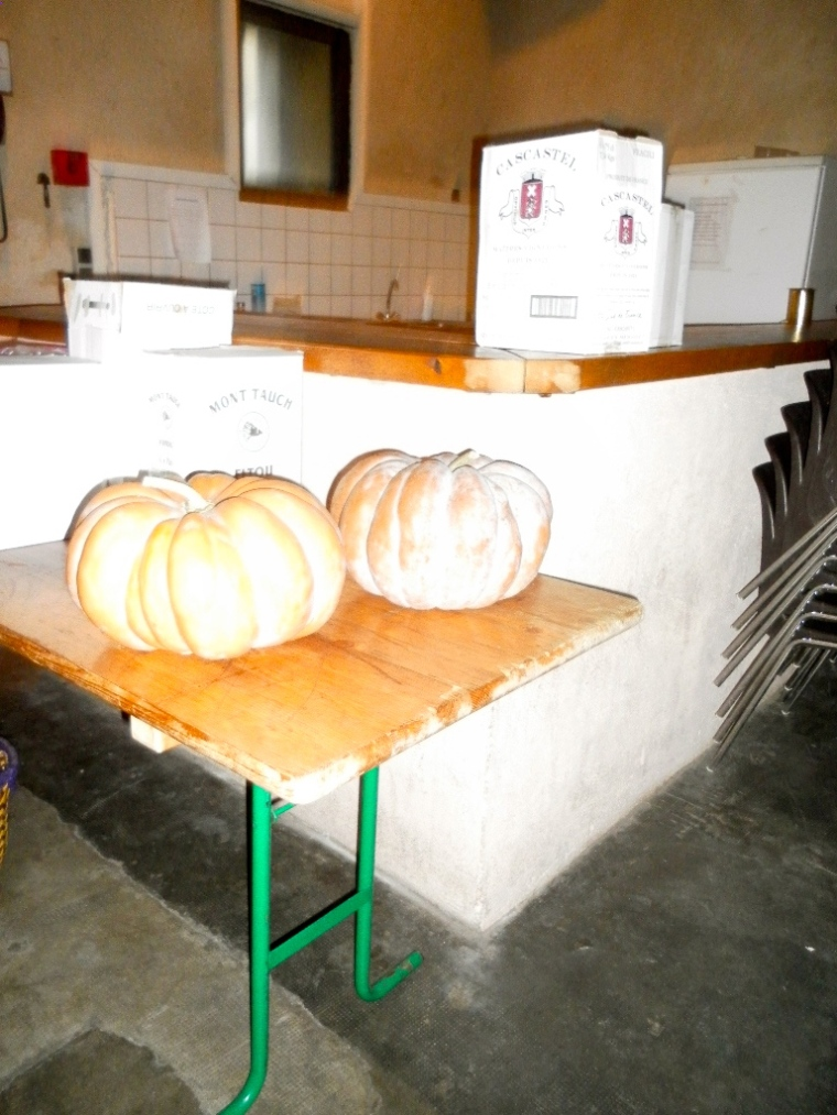 Villesèque foyer's kitchen in the corner with two of the pumpkins